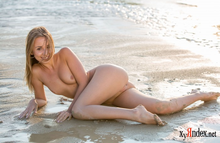 "Linda A ""A Day At The Beach"" (70 фото)"